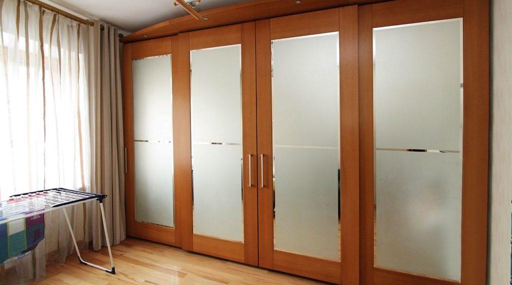 Шкаф с раздвижной системой
