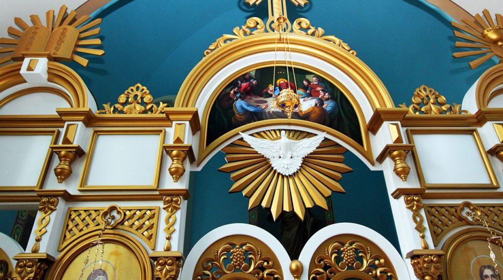 Декор - святой дух на алтаре