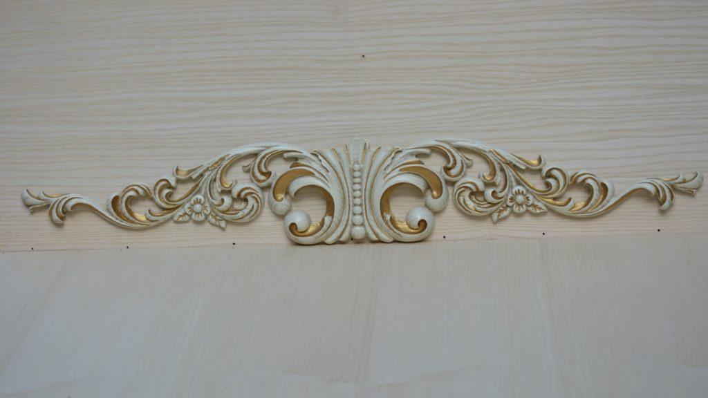 Декор - декоративный элемент из дерева и сусального золота