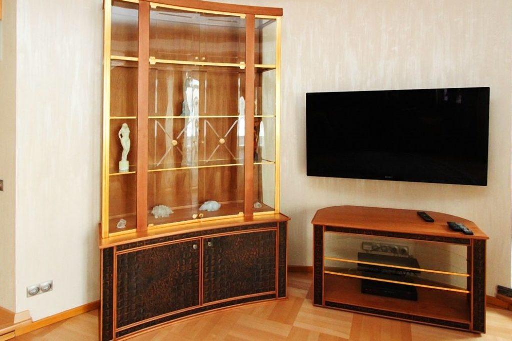 Шкаф и столик под телевизор