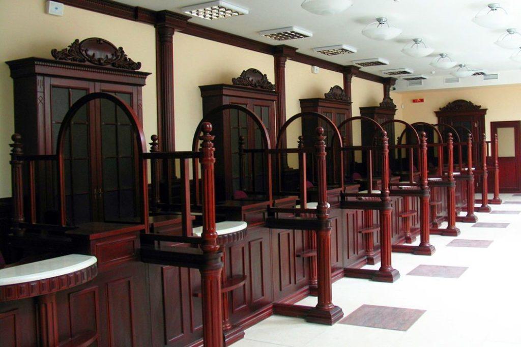Мебель в отделении банка на заказ