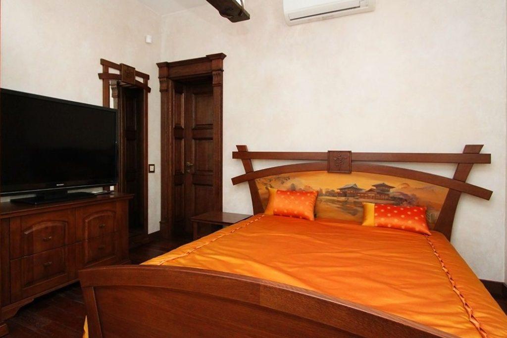 Спальня из массива в восточном стиле