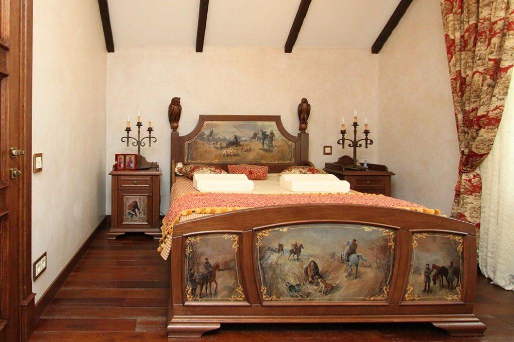 Классическая спальня из массива