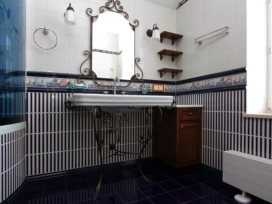 Кованная мебель в ванной в Классическом стиле