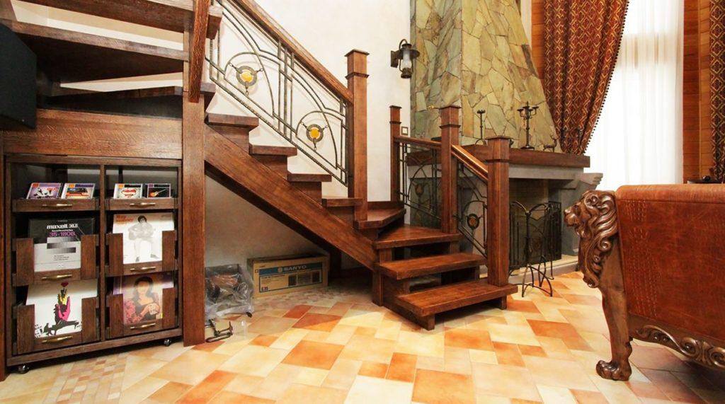 Лестница в стиле классика